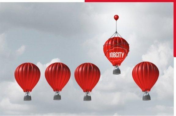 """Photographie de mongolfières rouge, dont une avec inscrit """"Jobcity"""", et plus élevée que les autres"""